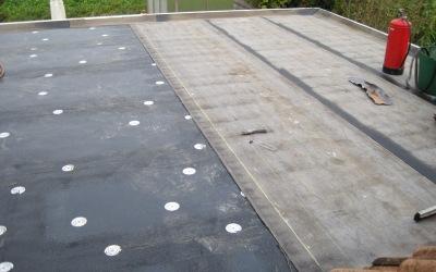 Aanleg nieuwe bitumen dakbedekking